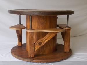 Superbe table d'intérieur pour 4 personnes, très sympa à l'utilisation... et quel gain de place !!