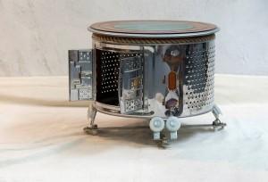 Tambour de machine à laver devenu une belle petite table pour poser et ranger ce qu'il vous plaît...